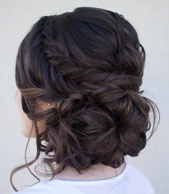 33 modern curly hairstyles that will slay on your wedding day a 25 curly hairstyles for your wedding day pmusecretfo Images