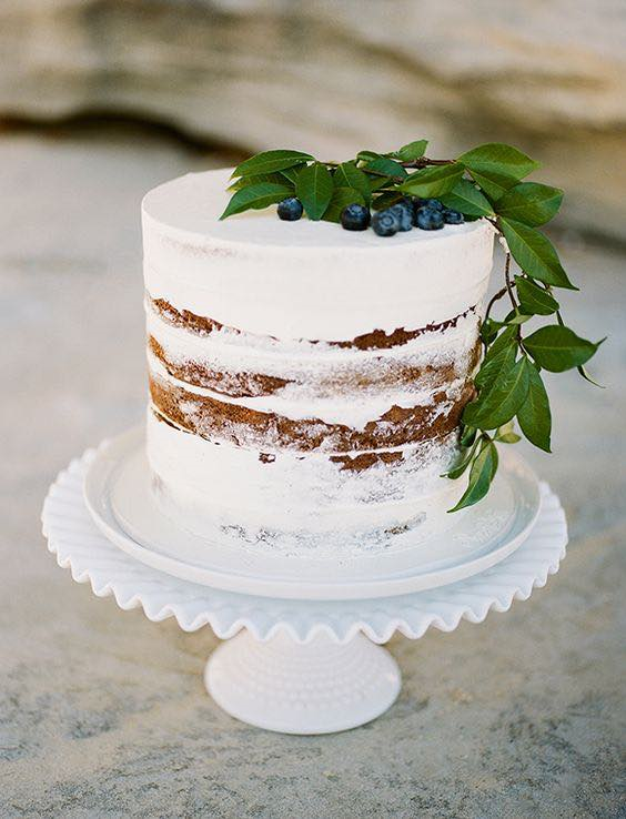 minimalist naked cakes with berries