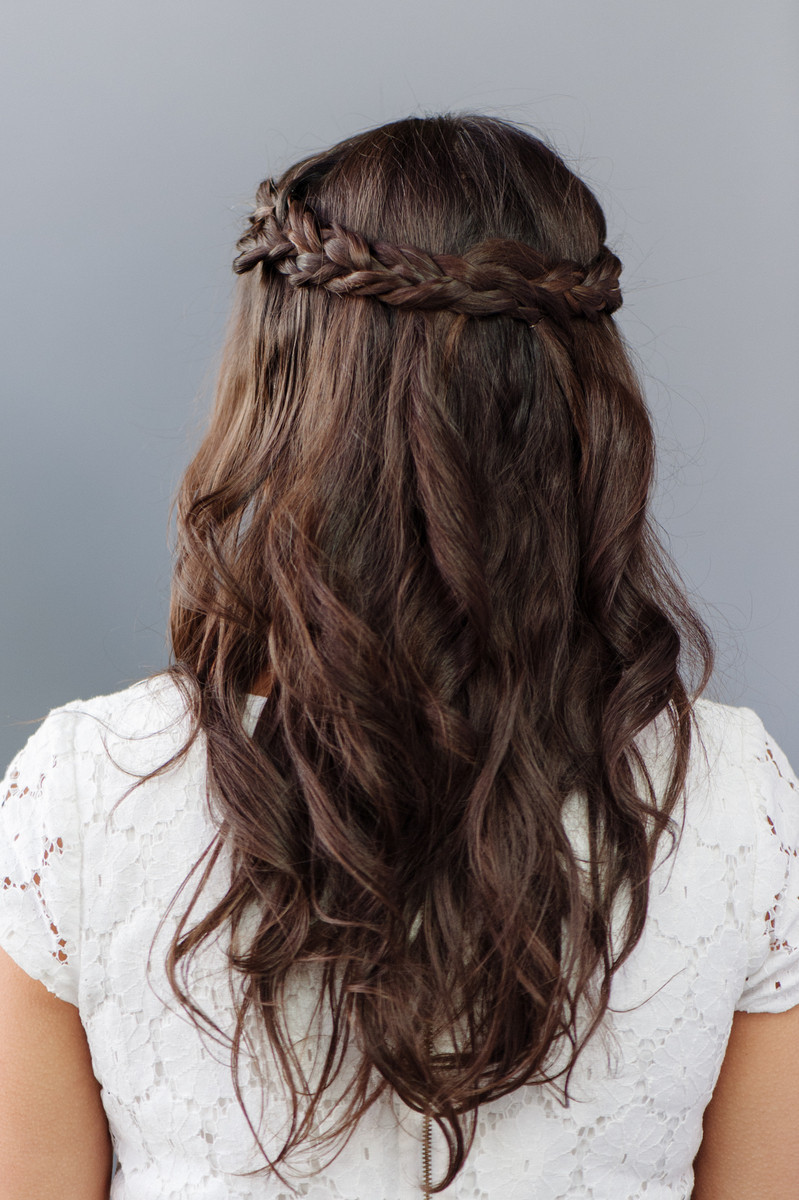30 bridesmaid hairstyles your friends will actually love | a