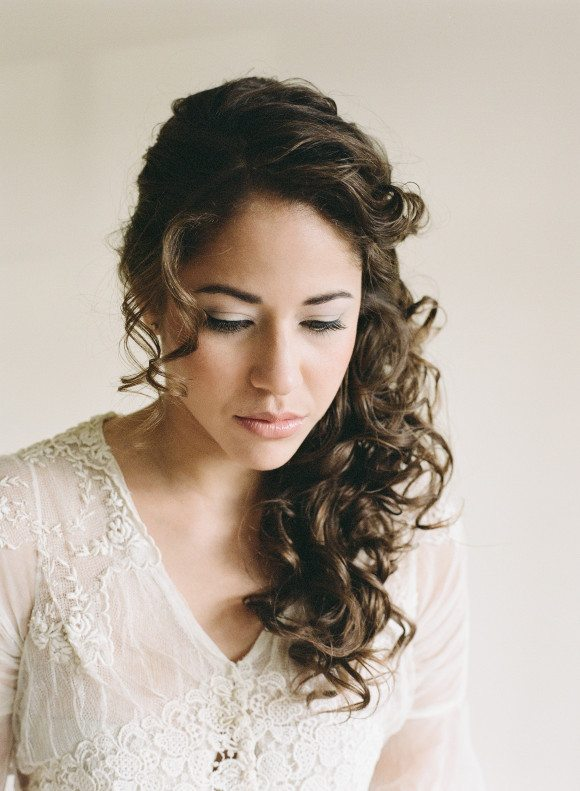 Wedding Hairdos For Naturally Curly Hair : Modern curly hairstyles that will slay on your wedding