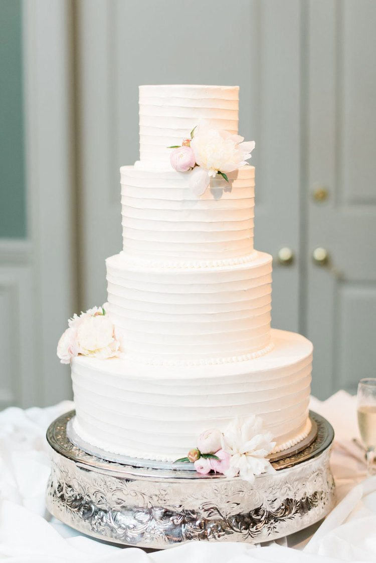 Clic White Wedding Cake